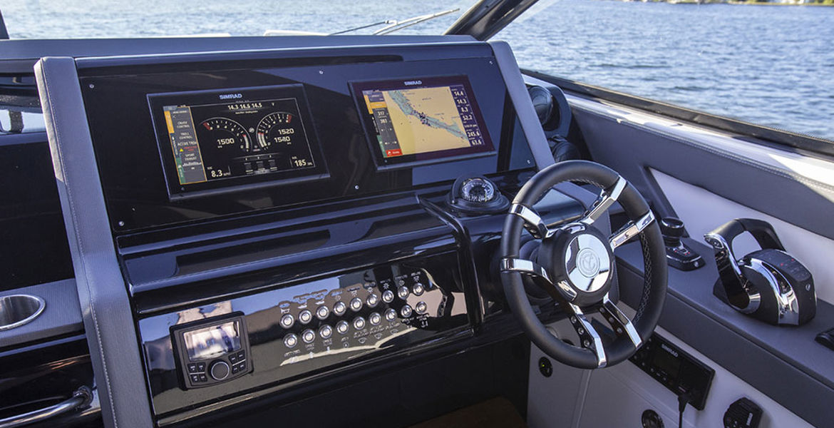 Cruisers Yachts 38 GLS Outboard PREMIERA